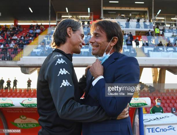 Head Coach of FC Internazionale Antonio Conte shakes hands with head coach of Benevento Filippo Inzaghi before the Serie A match between Benevento...