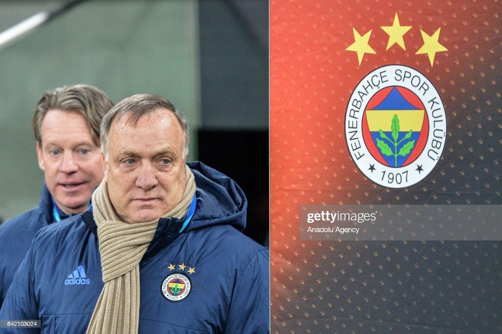 Head Coach Of Fenerbahce Dick Advocaat Gestures During The Uefa Nieuwsfoto S Getty Images