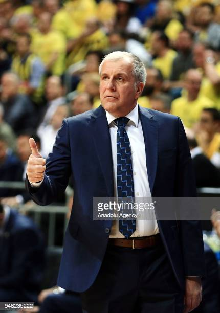 Head coach of Fenerbahce Dogus Zekljko Obradovic gives tactics to his players during the Turkish Airlines Euroleague basketball match between...