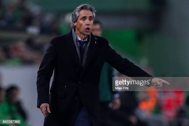 Head Coach of Fiorentina Paulo Sousa reacts during the UEFA Europa League Round of 32 first leg match between Borussia Moenchengladbach and ACF...