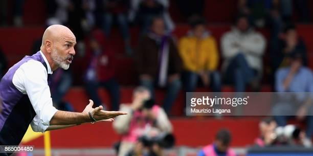 Head coach of Fiorentina Stefano Pioli during the Serie A match between Benevento Calcio and ACF Fiorentina at Stadio Ciro Vigorito on October 22...