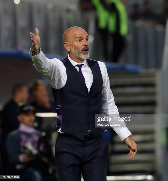 Head coach of Fiorentina Stefano Pioli gestures during the Serie A match between FC Crotone and ACF Fiorentina at Stadio Comunale Ezio Scida on...