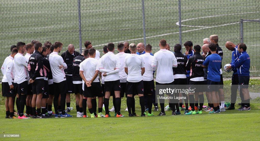 Head coach of Palermo Bruno Tedino speaks with his players during pre-season training campo on July 16, 2017 in Bad Kleinkirchheim, Austria.