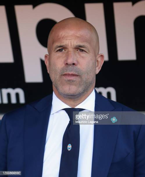 Head coach of Spal Luigi Di Biagio looks on during the Serie A match between US Lecce and SPAL at Stadio Via del Mare on February 16 2020 in Lecce...