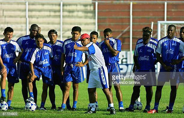 Head coach of the Honduran soccer team Ramon El Primitivo Maradiaga gives intructions to his players during a practice 28 June 2001 before the game...