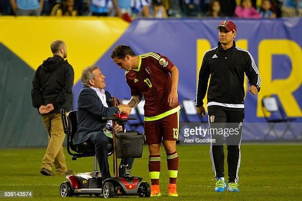 Head coach of Uruguay Oscar Taba‡rez shakes the hand of Luis Manuel Seijas of Venezuela after a group C match between Uruguay and Venezuela at...