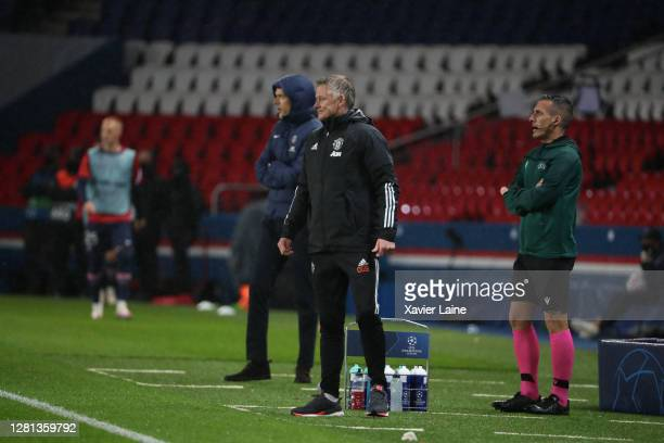 Head coach Ole Gunnar Solskjear of Manchester United react with Head coach Thomas Tuchel of Paris SaintGermain during the UEFA Champions League Group...