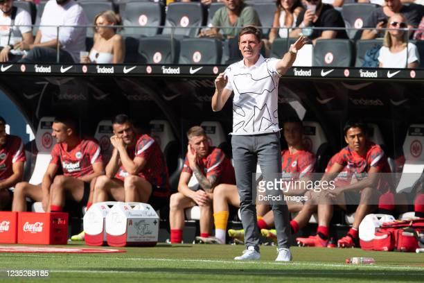 Head coach Oliver Glasner of Eintracht Frankfurt gestures during the Bundesliga match between Eintracht Frankfurt and VfB Stuttgart at Deutsche Bank...