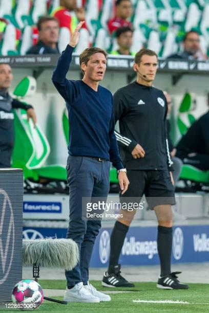 head coach Oliver Glasner of VfL Wolfsburg gestures during the Bundesliga match between VfL Wolfsburg and Bayer 04 Leverkusen at Volkswagen Arena on...