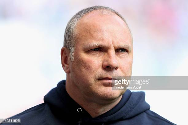 Head coach Oliver Reck of Duisburg looks on during the Second Bundesliga match between MSV Duisburg and Eintracht Frankfurt at Schauinsland Reisen...