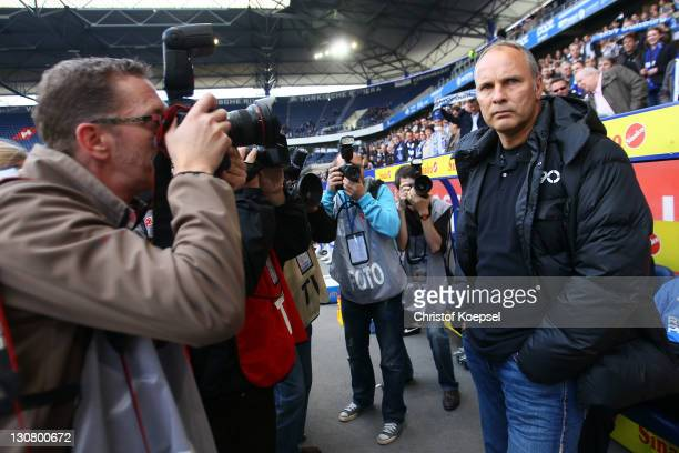 Head coach Oliver Reck of Duisburg looks on prior to the Second Bundesliga match between MSV Duisburg and TSV 1860 Muenchen at SchauinslandReisen...