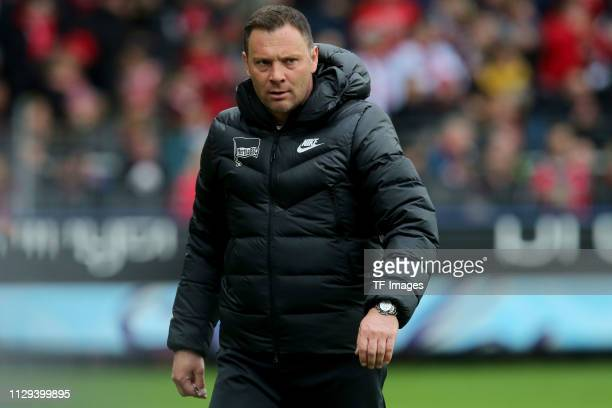 Head coach Pal Dardai of Hertha looks on during the Bundesliga match between SportClub Freiburg and Hertha BSC at SchwarzwaldStadion on March 9 2019...
