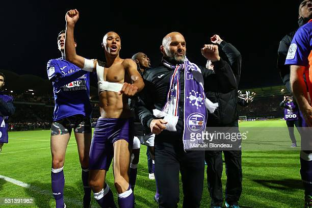Head Coach Pascal Dupraz of Toulouse celebrates with his players after the football french Ligue 1 match between Angers SCO and Toulouse FC on May 14...