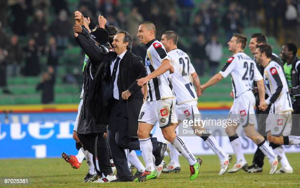 Head coach Pasquale Marino of Udinese and player of Udinese applaud to the fans after the Serie A match between Udinese Calcio and Cagliari Calcio at...