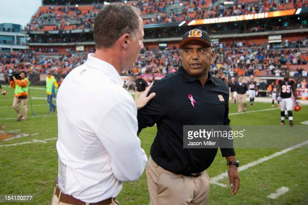 Head coach Pat Shurmur of the Cleveland Browns shakes hands with head coach Marvin Lewis of the Cincinnati Bengals at Cleveland Browns Stadium on...