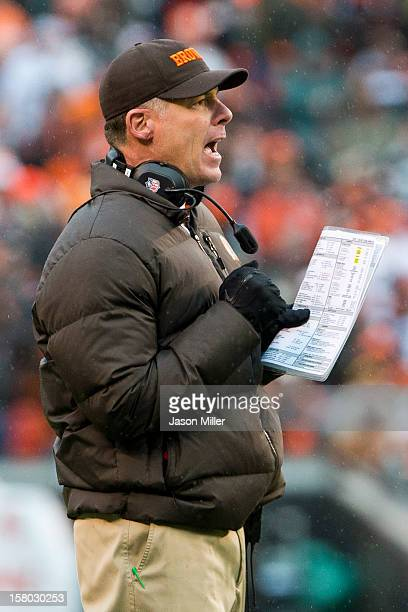 Head coach Pat Shurmur of the Cleveland Browns yells to his players during the second half against the Kansas City Chiefs at Cleveland Browns Stadium...