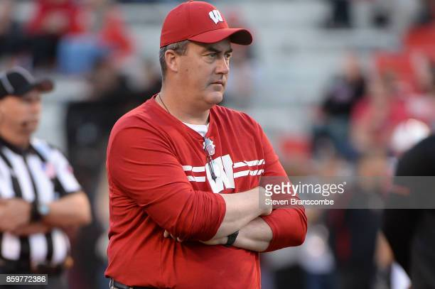 Head coach Paul Chryst of the Wisconsin Badgers before the game against the Nebraska Cornhuskers at Memorial Stadium on October 7 2017 in Lincoln...