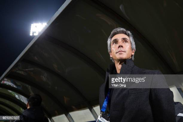 Head coach Paulo Sousa of Tianjin Quanjian waves during the AFC Champions League match between Kasshiwa Reysol and Tianjin Quanjian at Sankyo...