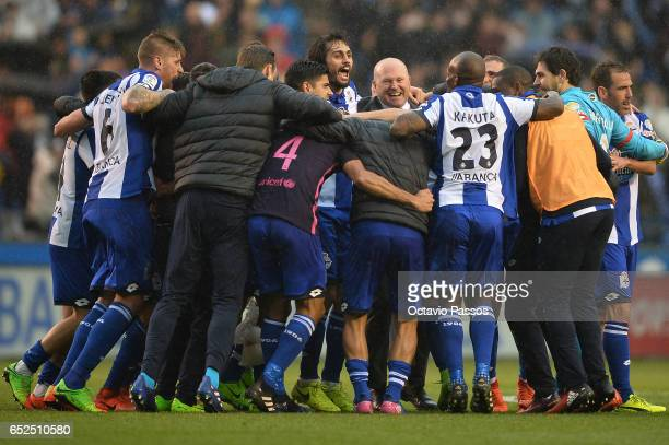 Head coach Pepe Mel of RC Deportivo La Coruna celebrates the victory whit his players against FC Barcelona during the La Liga match between RC...
