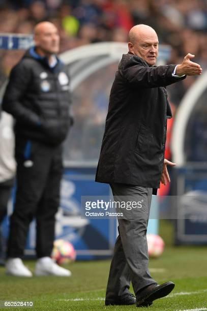 Head coach Pepe Mel of RC Deportivo La Coruna reacts during the La Liga match between RC Deportivo La Coruna and FC Barcelona at Riazor Stadium on...