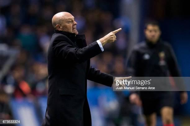 Head coach Pepe Mel of RC Deportivo La Coruna reacts during the La Liga match between RC Deportivo La Coruna and Real Madrid at Riazor Stadium on...