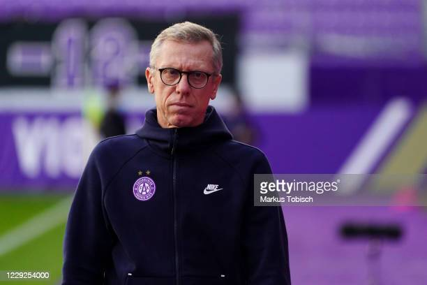 Head coach Peter Stoeger of Austria Wien during the tipico Bundesliga match between FK Austria Wien and FC Red Bull Salzburg at Genarali Arena on...