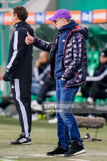 Head coach Peter Stoeger of Austria Wien during the tipico Bundesliga match between SK Rapid Wien and FK Austria Wien at Allianz Stadion on November...