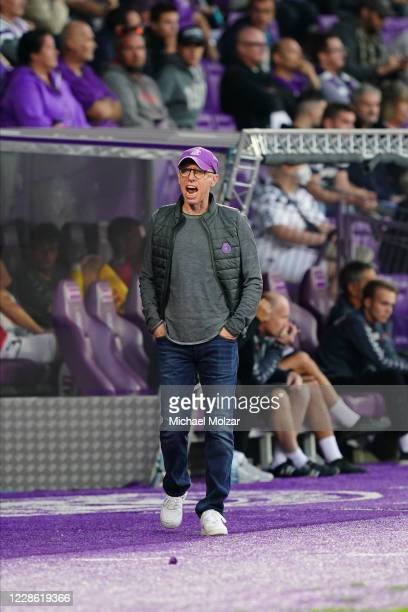 Head Coach Peter Stoeger of Austria Wien reacts during the tipico Bundesliga match between FK Austria Wien and SV Guntamatic Ried at Generali Arena...