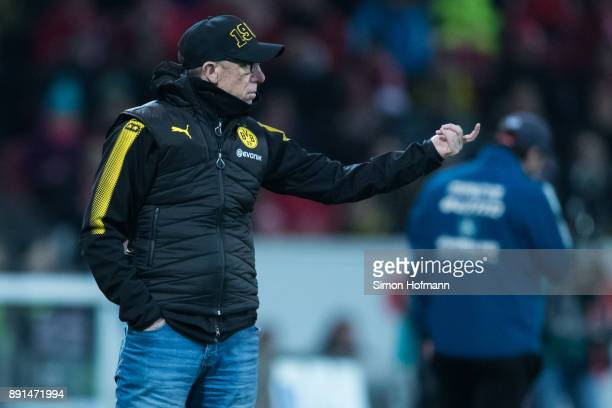 Head coach Peter Stoeger of Dortmund gestures during the Bundesliga match between 1 FSV Mainz 05 and Borussia Dortmund at Opel Arena on December 12...