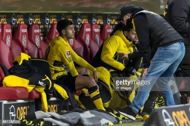 Head coach Peter Stoeger of Dortmund speaks with Mahmoud Dahoud of Dortmund during the Bundesliga match between 1 FSV Mainz 05 and Borussia Dortmund...