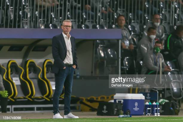 Head coach Peter Stoeger of Ferencvarosi TC Looks on during the UEFA Champions League Play-Offs Leg One match between BSC Young Boys and Ferencvarosi...