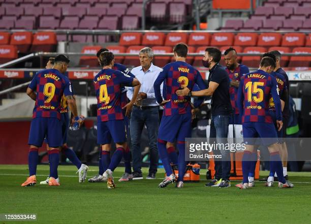 Head coach Quique Setien of FC Barcelona talks to his team in a break during the Liga match between FC Barcelona and Club Atletico de Madrid at Camp...