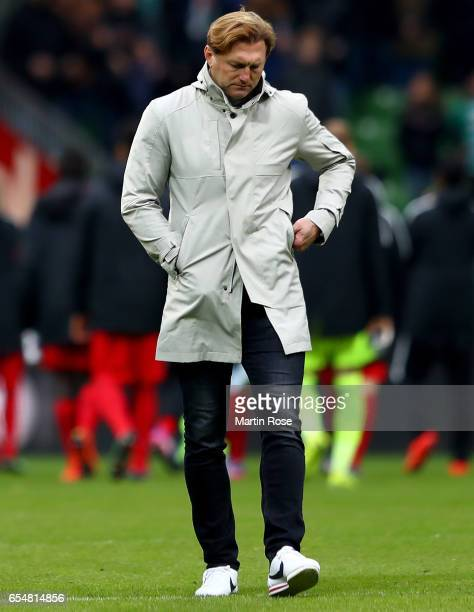 Head coach Ralph Hasenhuettl of Leipzig looks dejected after loosing the Bundesliga match between Werder Bremen and RB Leipzig at Weserstadion on...