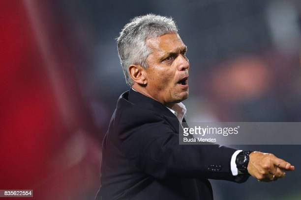 Head coach Reinaldo Rueda of Flamengo gestures during a match between Flamengo and Atletico GO part of Brasileirao Series A 2017 at Ilha do Urubu...