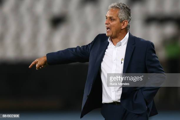Head coach Reinaldo Rueda Rivera of Atletico Nacional gestures during a match between Botafogo and Atletico Nacional as part of Copa Bridgestone...