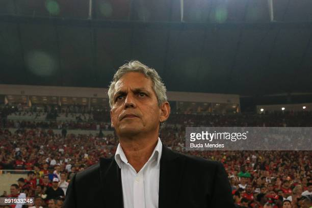 Head coach Reinaldo Rueda Rivera of Flamengo looks on during the second leg of the Copa Sudamericana 2017 final between Flamengo and Independiente at...