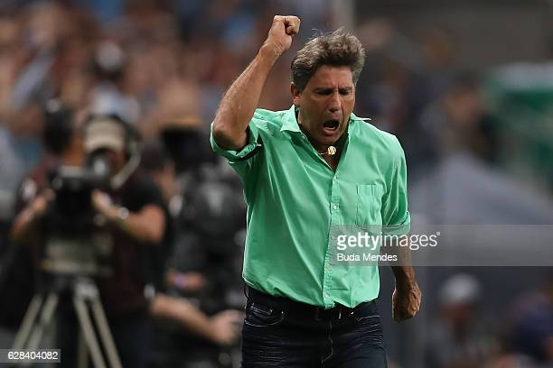 Head coach Renato Guacho of Gremio reacts during a match between Gremio and Atletico MG as part of Copa do Brasil Final 2016 at Arena do Gremio on...