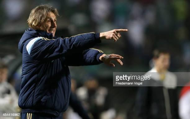 Head coach Ricardo Gareca of Palmeiras gives advise during the match between Palmeiras and Internacional for the Brazilian Series A 2014 at Estadio...