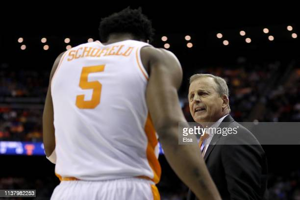Head coach Rick Barnes of the Tennessee Volunteers speaks with Admiral Schofield after a play against the Iowa Hawkeyes during their game in the...