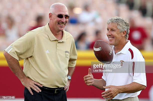 Head coach Robb Akey of the University of Idaho Vandals and head coach Pete Carroll of the USC Trojans talk before the game at the Los Angeles...