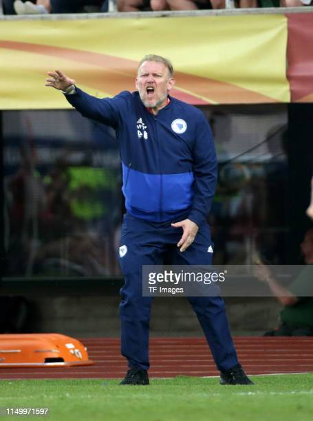 Head coach Robert Prosinecki of Bosnien Herzegowina gestures during the UEFA Euro 2020 Qualifier match between Finland and Bosnien Herzegowina at...