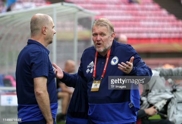 Head coach Robert Prosinecki of Bosnien Herzegowina gestures prior to the UEFA Euro 2020 Qualifier match between Finland and Bosnien Herzegowina at...