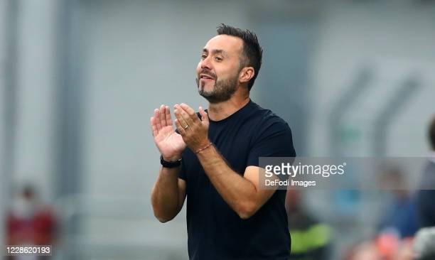 head coach Roberto De Zerbi of Sasssuolo gestures during the Serie A match between US Sassuolo and Cagliari Calcio at Mapei Stadium Citta del...