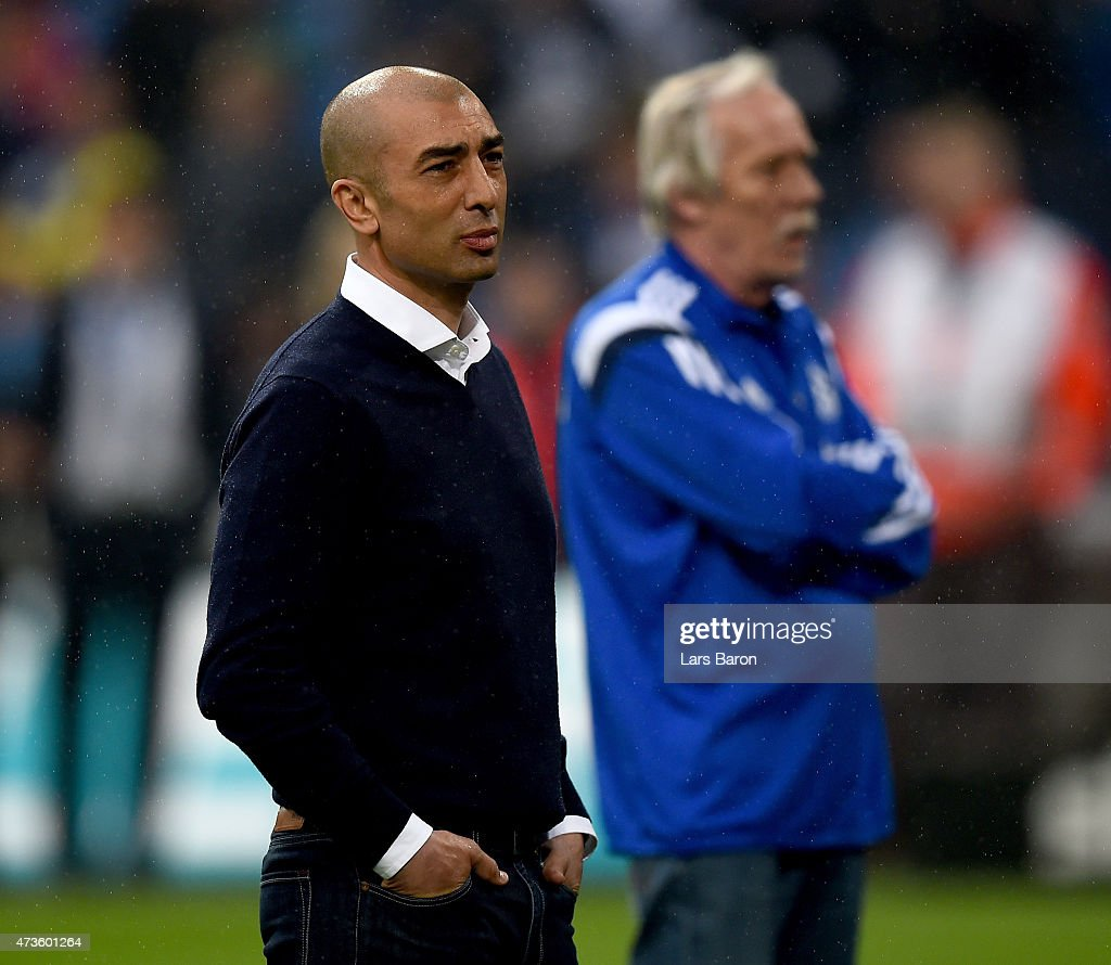 HEad coach Roberto di Matteo of Schalke walks with his players to the fans after the Bundesliga match between FC Schalke 04 and SC Paderborn at Veltins Arena on May 16, 2015 in Gelsenkirchen, Germany.