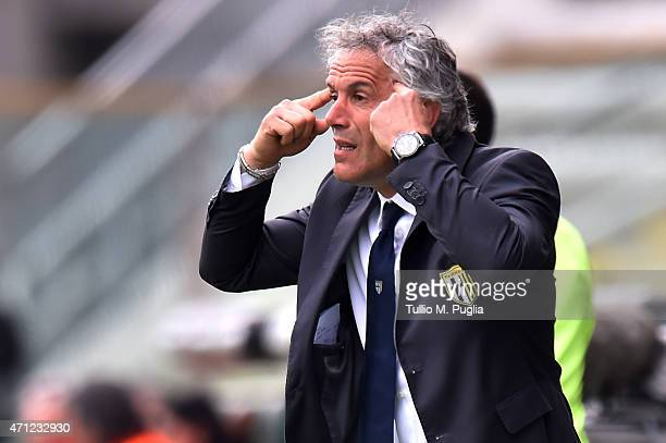 Head coach Roberto Donadoni of Parma issues instructions during the Serie A match between Parma FC and US Citta di Palermo at Stadio Ennio Tardini on...
