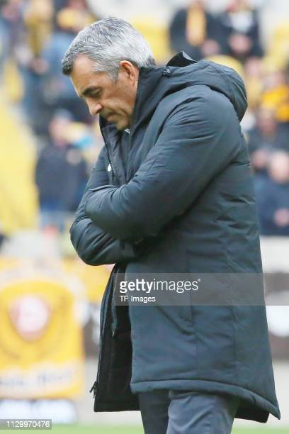 Head coach Robin Dutt of VfL Bochum 1848 looks dejected during the second Bundesliga match between Dynamo Dresden and VfL Bochum 1848 at...
