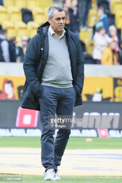 Head coach Robin Dutt of VfL Bochum 1848 looks on during the second Bundesliga match between Dynamo Dresden and VfL Bochum 1848 at...