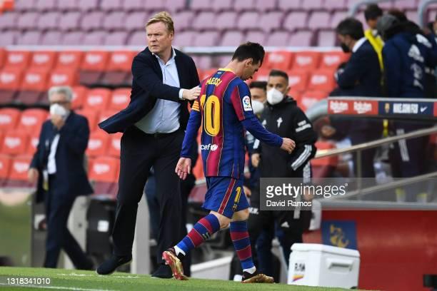 Head coach Ronald Koeman of FC Barcelona comforts Lionel Messi of FC Barcelona as he walks off the pitch at the La Liga Santander match between FC...