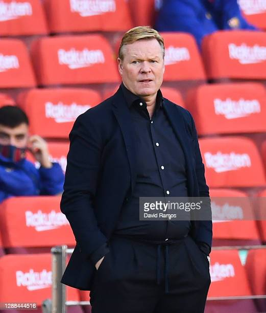 Head coach Ronald Koeman of FC Barcelona looks on during the La Liga Santander match between FC Barcelona and C.A. Osasuna at Camp Nou on November...