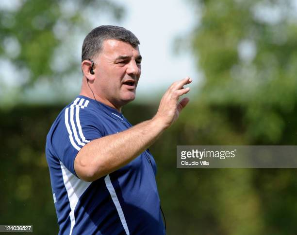 Head coach Rowland Phillips of Aironi Rugby issues instructions during a training session at Lavadera Village on September 8 2011 in Viadana Italy